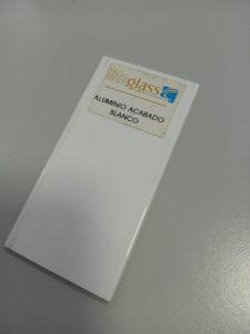 Aluminio terminación blanco
