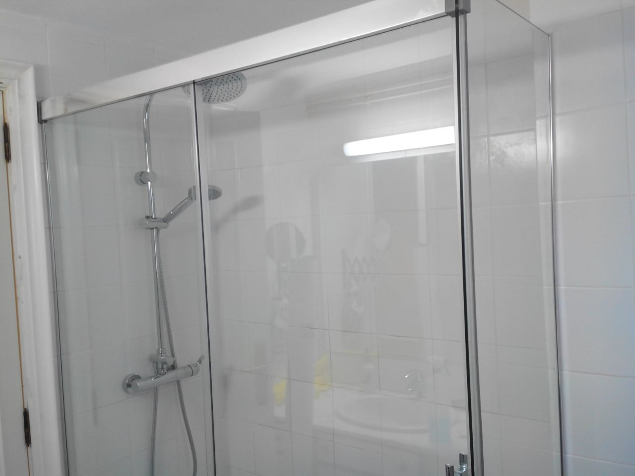 Mamparas Para Baño A Medida:Acabados de vidrio para mamparas de baño a medida en Asealia