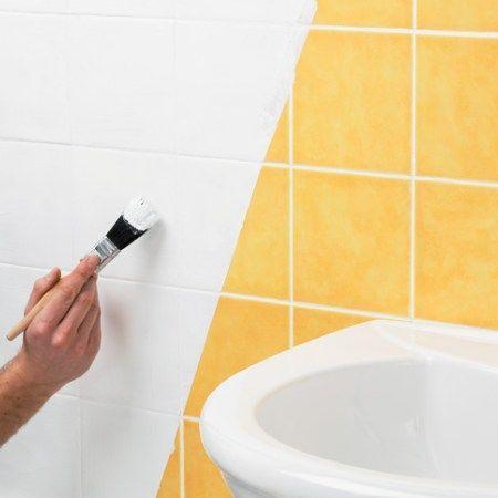 Como renovar tu cuarto de ba o con muy poco dinero - Pintar baldosas de bano ...