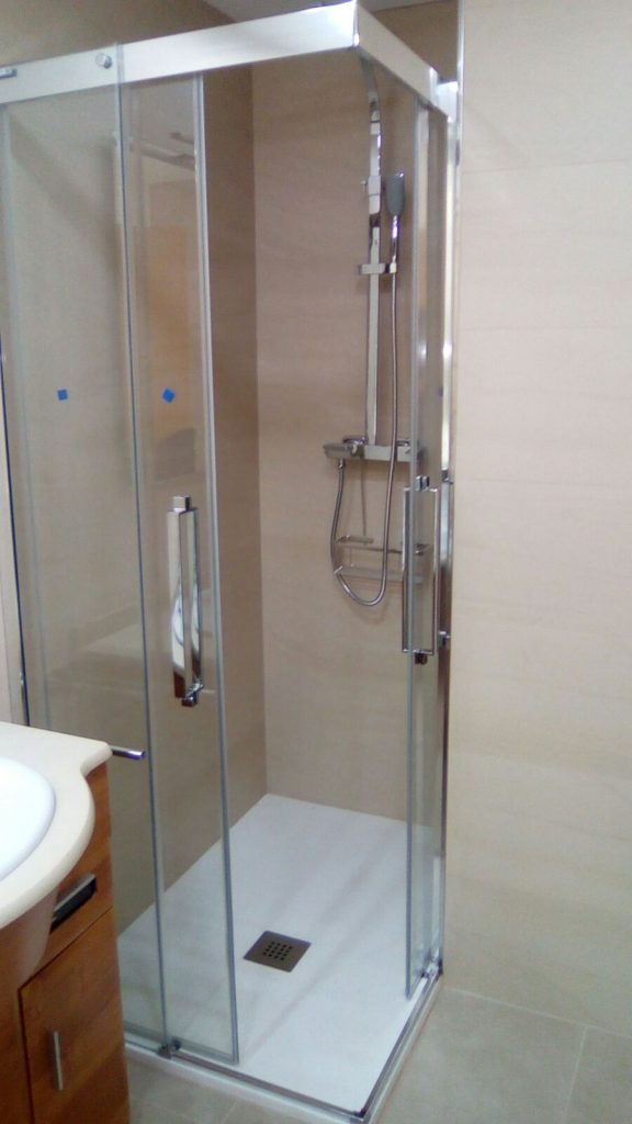 Soluciones pr cticas para mamparas de ducha con muro asealia - Duchas con muro ...