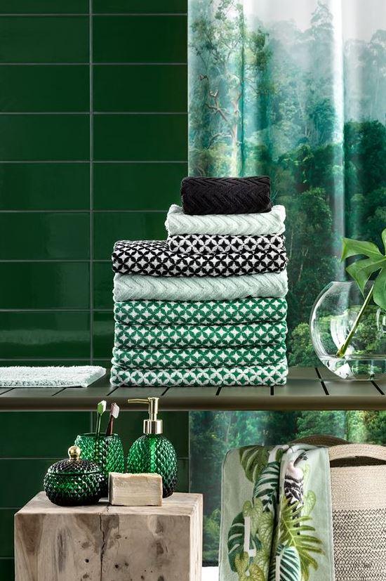 Décorez votre salle de bains avec un style tropical