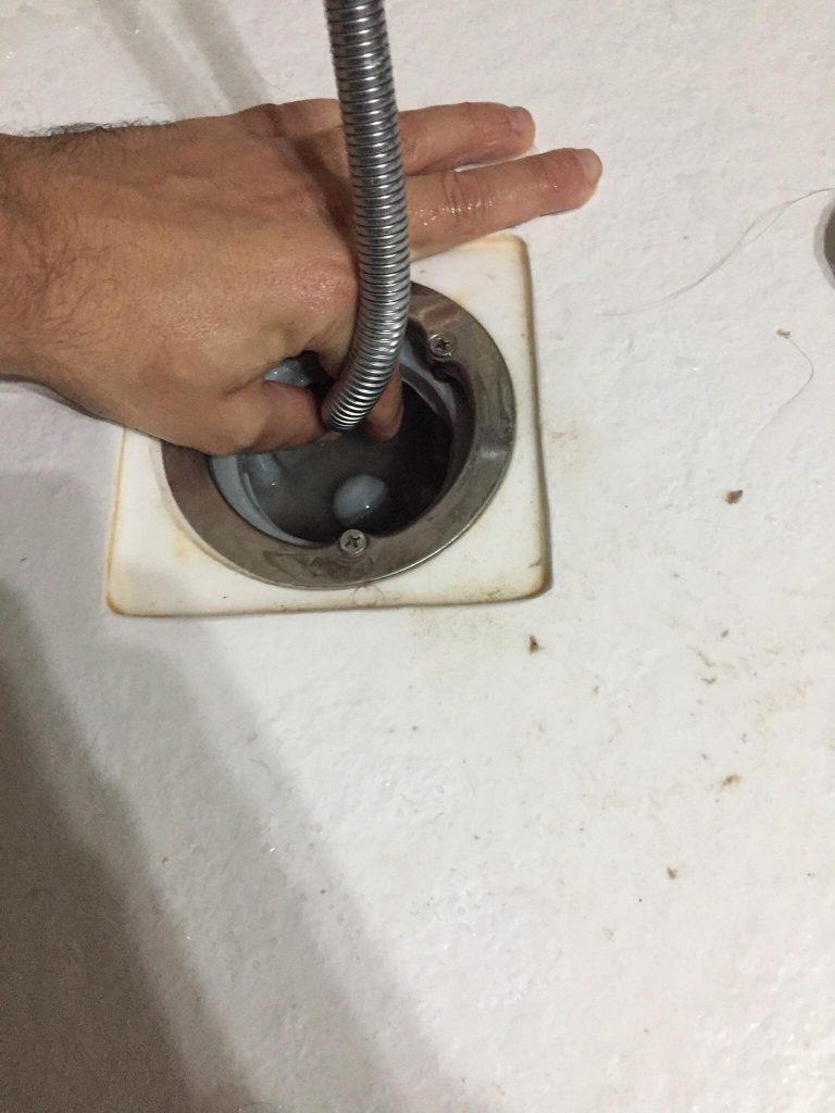 Comment déboucher le siphon d'un receveur de douche